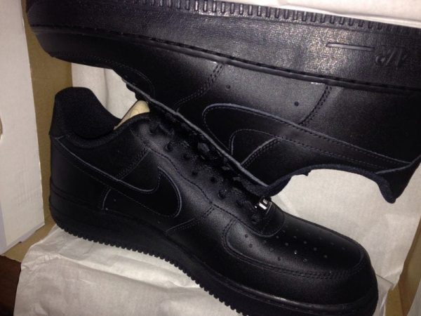 Nike Black Air Force 1 Low UK SIZE 9