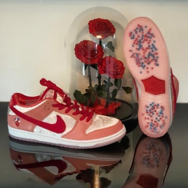 Nike Sb Dunk Strange Love