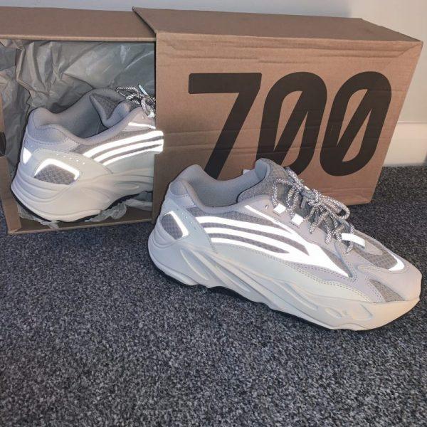 Yeezy 700 statics