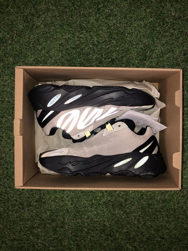 Yeezy 700 MNVN Bone UK 5.5 / US 6