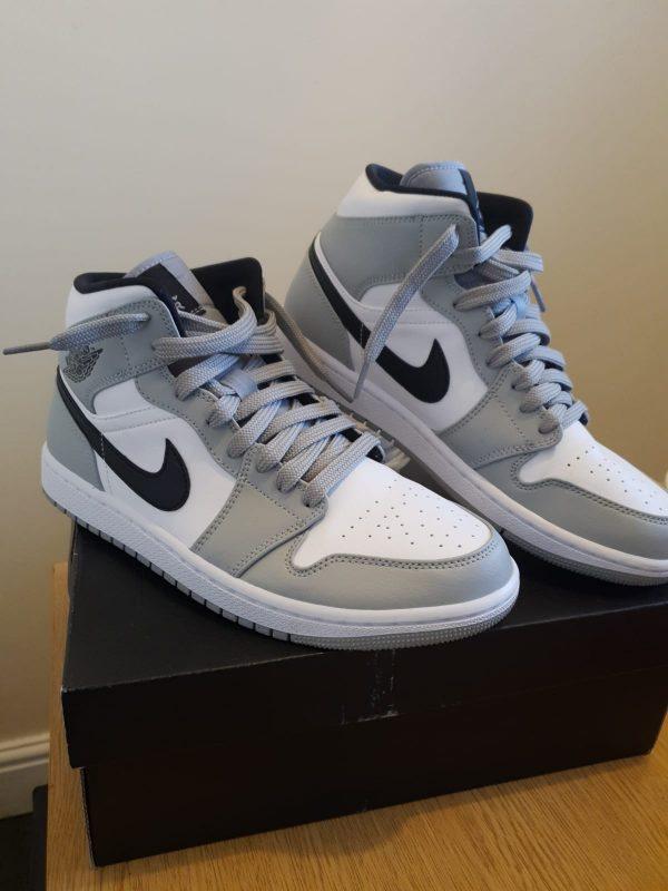 Jordan 1 mid grey