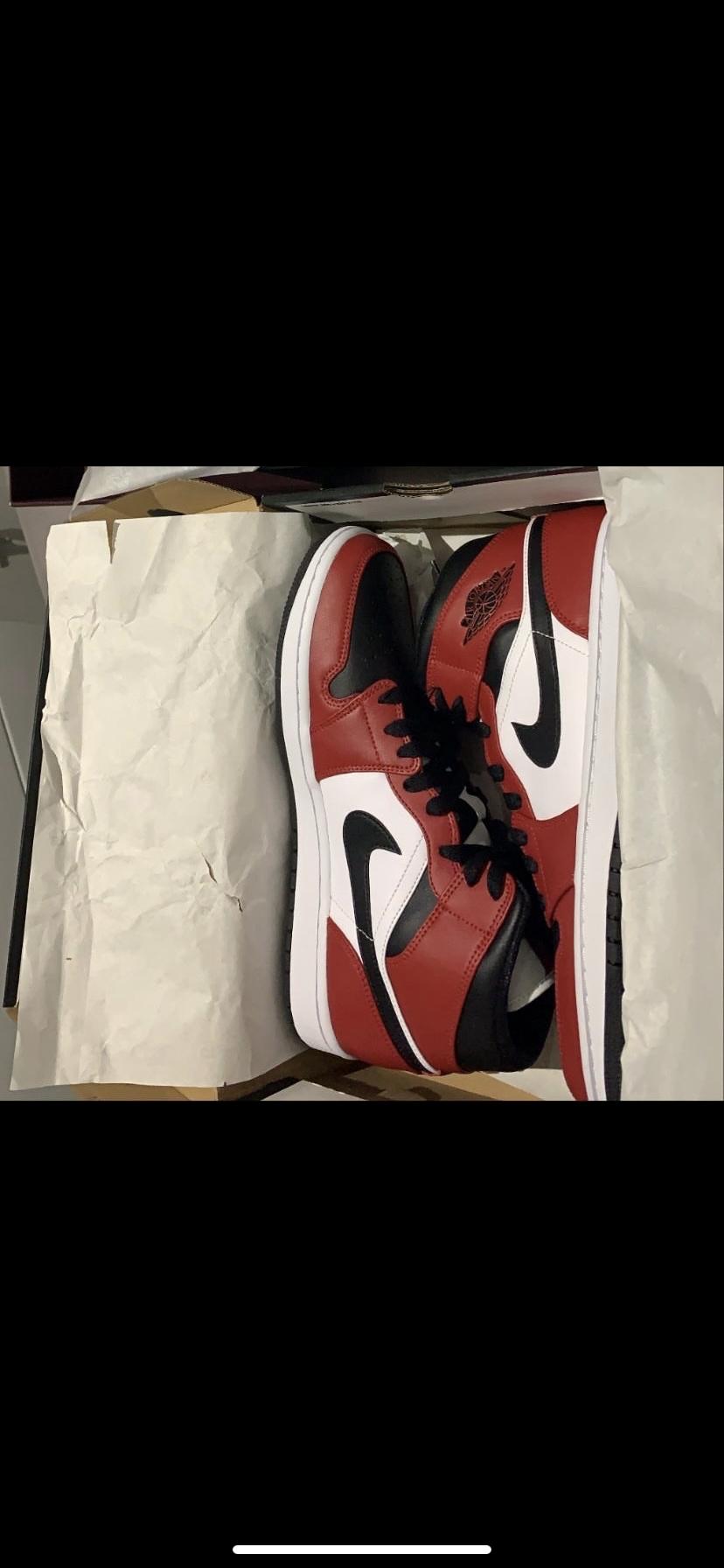 Air Jordan 1 mid chicago black toe